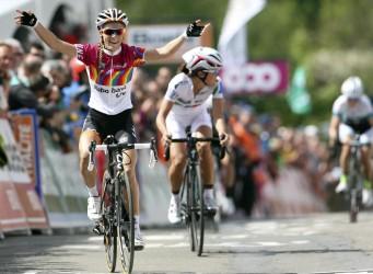 Imagen de la ciclista en línea de meta