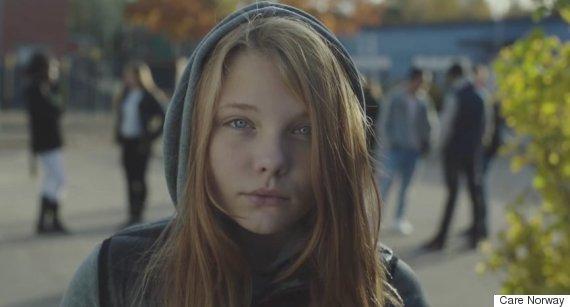una de las imágenes del vídeo, el rostro de una joven adolescente