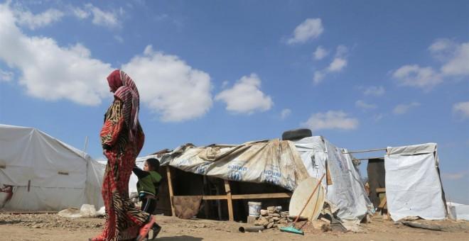 una mujer en un campamento de UNICEF