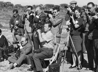 Imagen de un grupo de fotoperiodistas en el que hay una sola mujer, Biarnés