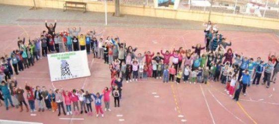 Imagen de un grupo de niños en un patio