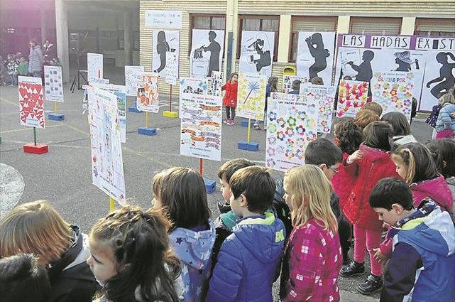 Imagen de niños en el patio del colegio