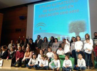 Grupo de gente en la presentación del II Plan de Igualdad