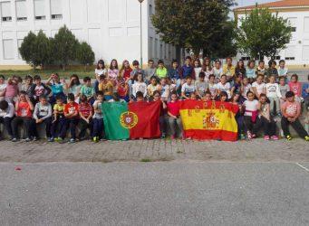 Grupo de jóvenes participantes