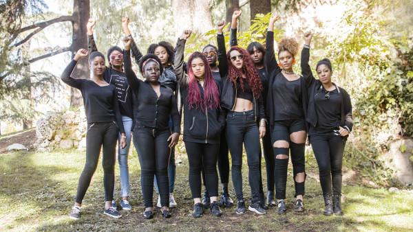Imagen de grupo de jóvenes afrodescendientes