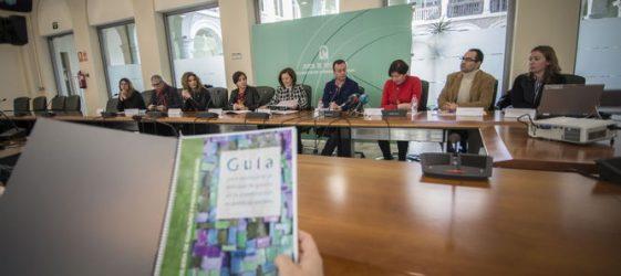 Imagen de la mesa de la presentación de la Guía