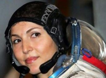 Imagen de la astronauta pakistaní Namira Samil