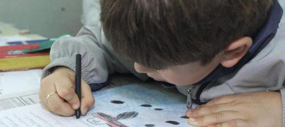 imagen de un niño en clase
