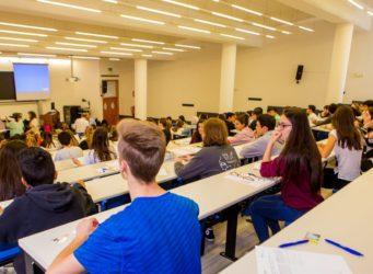 imagen de una clase de una universidad