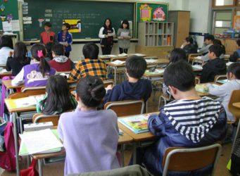 Imagen de unos jóvenes en una clase