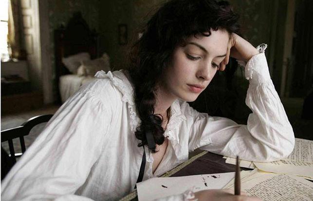 la actriz Anne Hathaway interpretando a Jane Austen