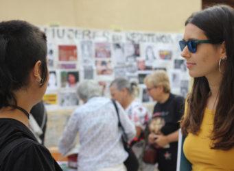 imágenes de dos jóvenes un encuentro feminista intergeneracional