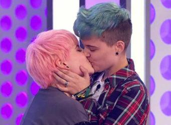 Beso de Bastian y Marina