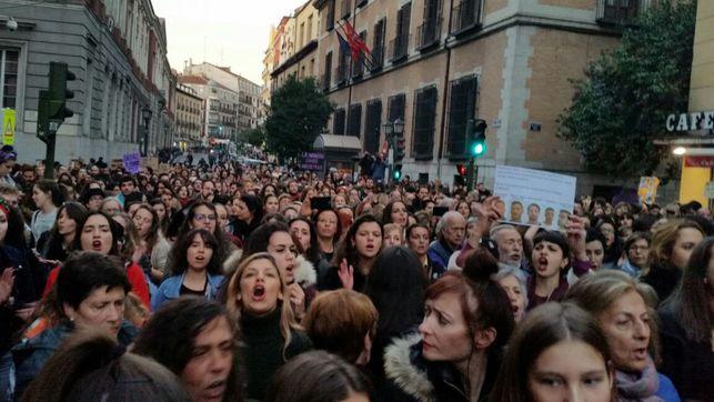 Imagen de la concentración de apoyo a la víctima de la manada