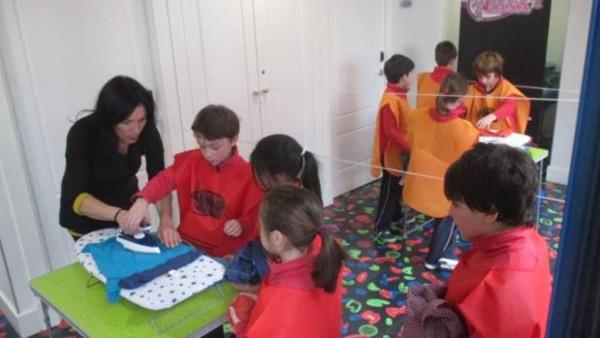 niños y niñas aprendiendo sus tareas