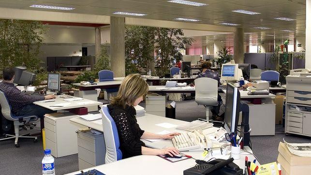 imagen de una mujer en una oficina