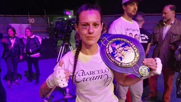 Imagen de la campeona con el cinturón
