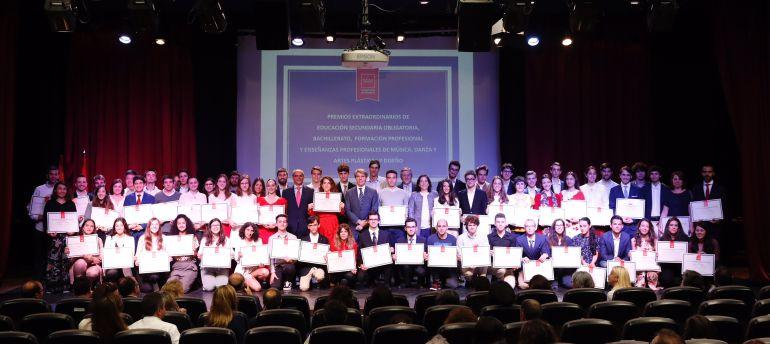 imagen de grupo de los premiados