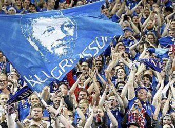 grupo de aficionados islandeses en un partido