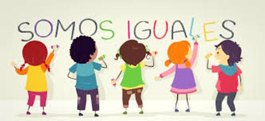 """imagen de niños y niñas escribiendo """"somos iguales"""" en un muro"""