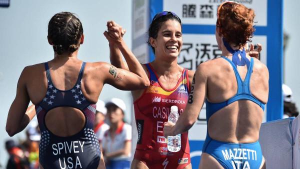 imagen de tres triatletas
