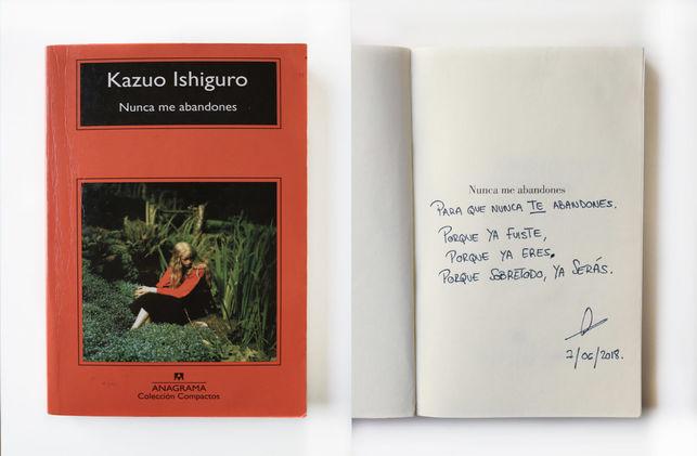 """uno de los libros dedicados """"A las olvidadas"""""""