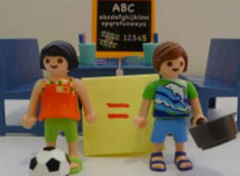 Imagen de Lego de una mujer con una sartén y un hombre con un balón