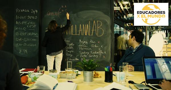 Imagen de un grupo de profesores ante una pizzarra