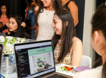 Imagen de una asistente al Tech Code-A-Thon de San Francisco