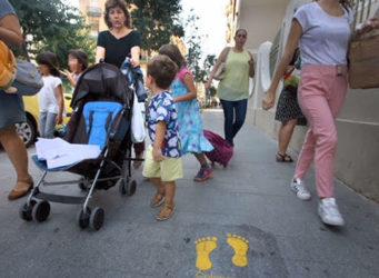 un grupo de padres, madres y alumnado de un colegio de Valencia