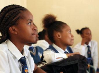 varias jóvenes sudafricanas en clase