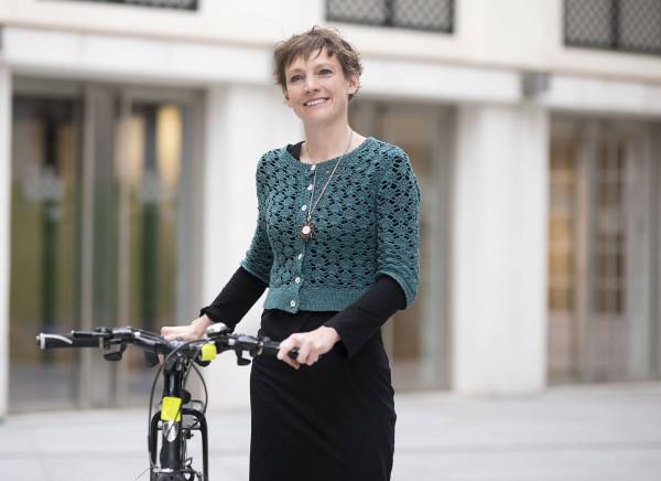 Imagen de Rachel Aldred con su bicicleta