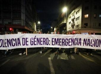 imagen de la cabecera de una manifestación feminista en Uruguay