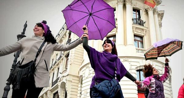 Imagen de varias participantes en la cadena feminista