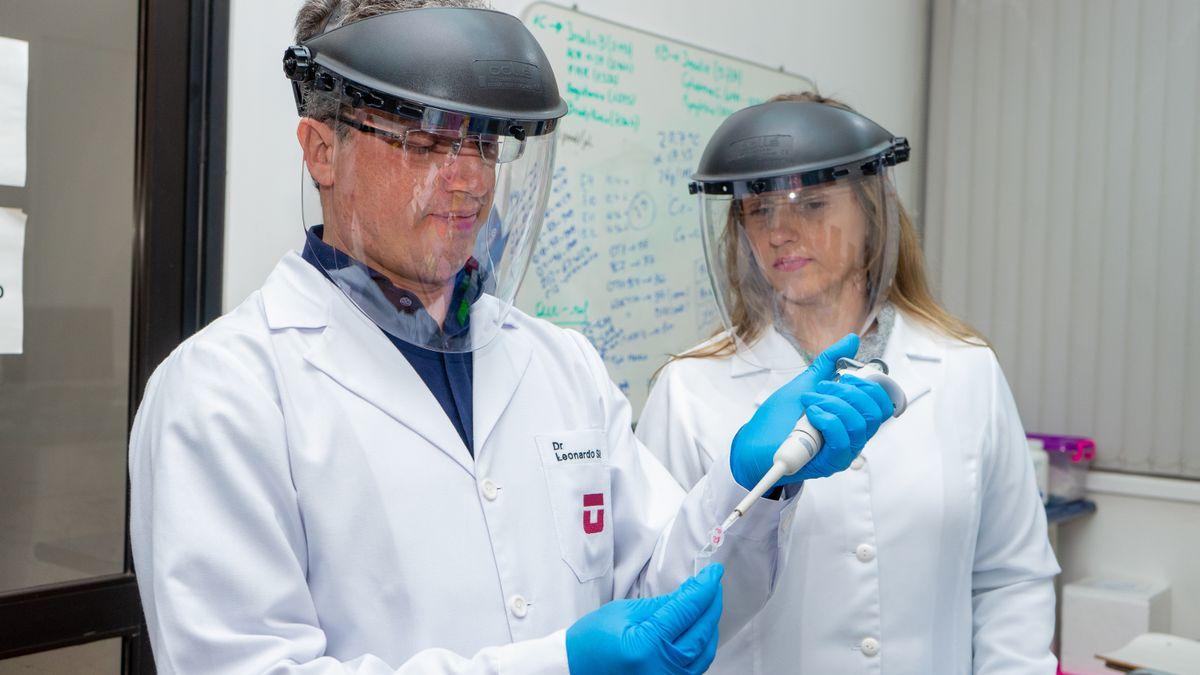 dos investigadores de la Universidad de Talca