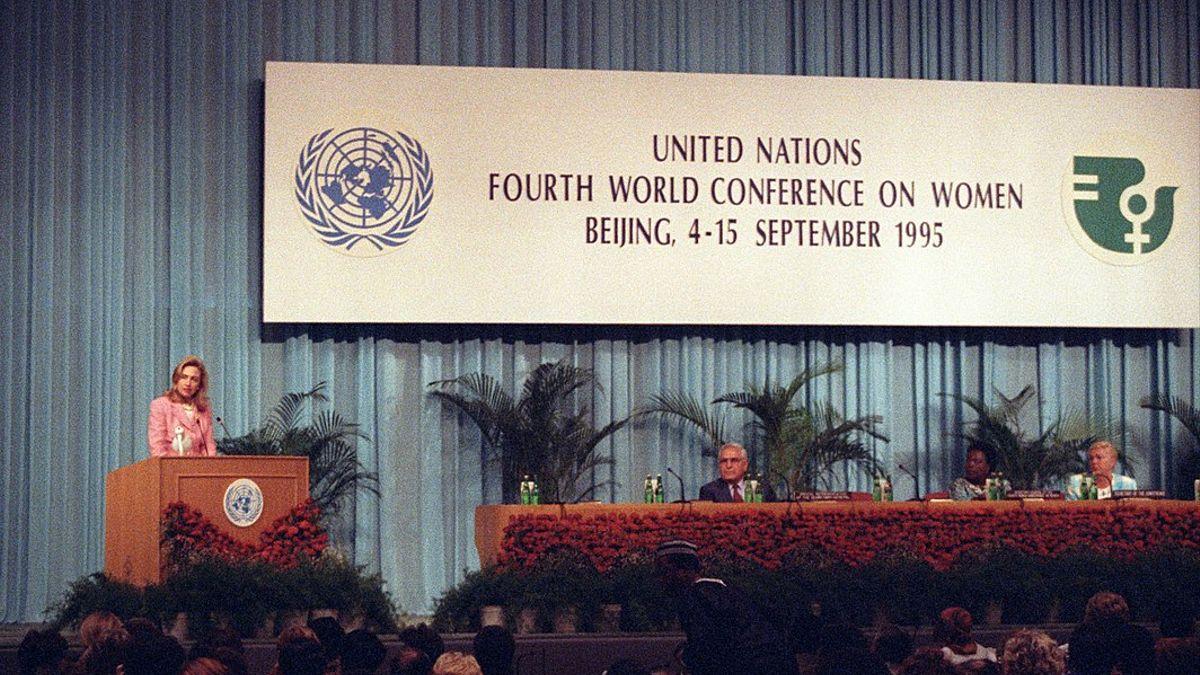 Hilary Clinton en una conferencia en 1995