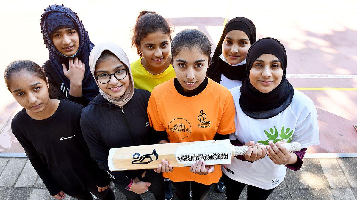 las jóvenes componentes del equipo de críquet