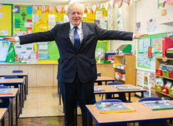 Imagen de Boris Johnson en una clase