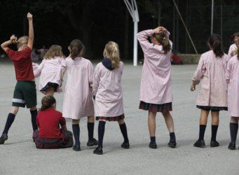 patio de un colegio femenino