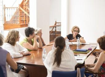 Imagen de la reunión de la Consejera con grupos sociales