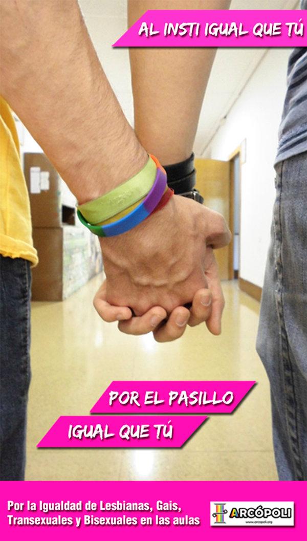 Imagen de las manos entrelazadas de una pareja