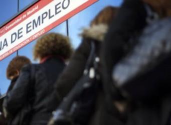 imagen de gente esperando en una oficina de empleo