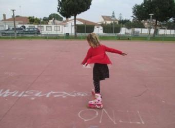 imagen de una niña patinando