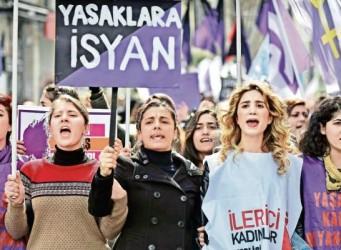 Un grupo de mujeres turcas en una manifestación