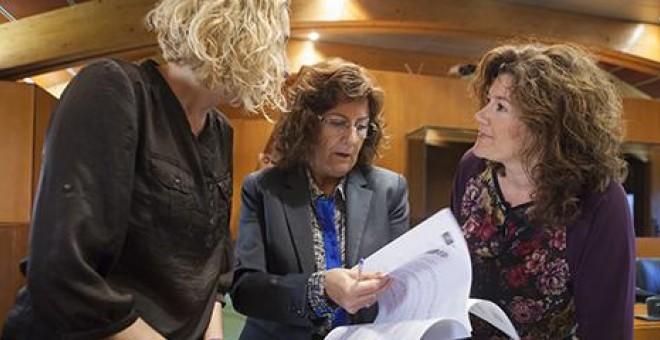 Imagen de tres mujeres de la comisión
