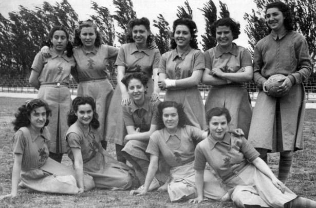 foto antigua de in equipo femenino de fútbol