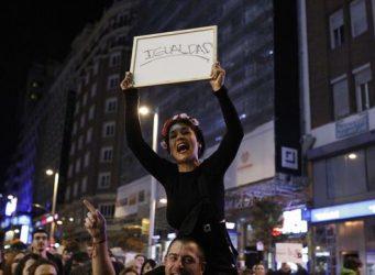 Una mujer en una manifestación