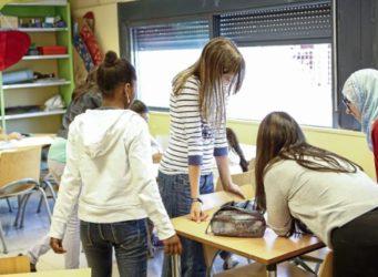 imagen de varias jóvenes en una clase
