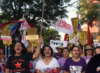 Imágenes de una manifestación por la igualdad en Asunción