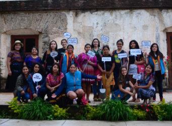 Grupo de feministas en Antigua Guatemala